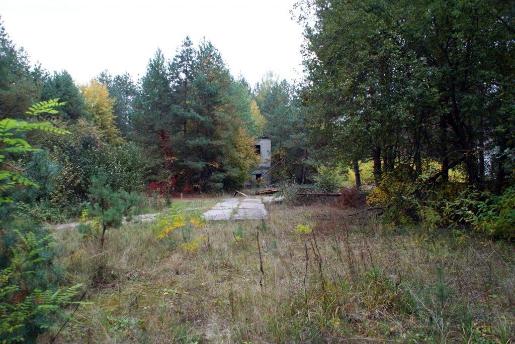 Pozostałości zabudowań jednostki Czarnobyl-2. Fot. Tomasz Róg