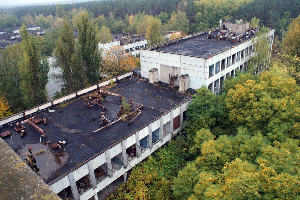 Widok z dachu budynku administracyjnego na pozostałe budynki kompleksu Jupiter / Fot. Tomasz Róg