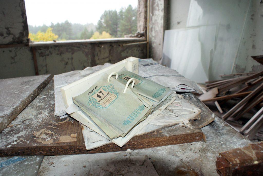 Kalendarz z 1995 r. To jeden z dowodów na to, że zakłady pracowały po awarii w elektrowni. / Fot. Tomasz Róg