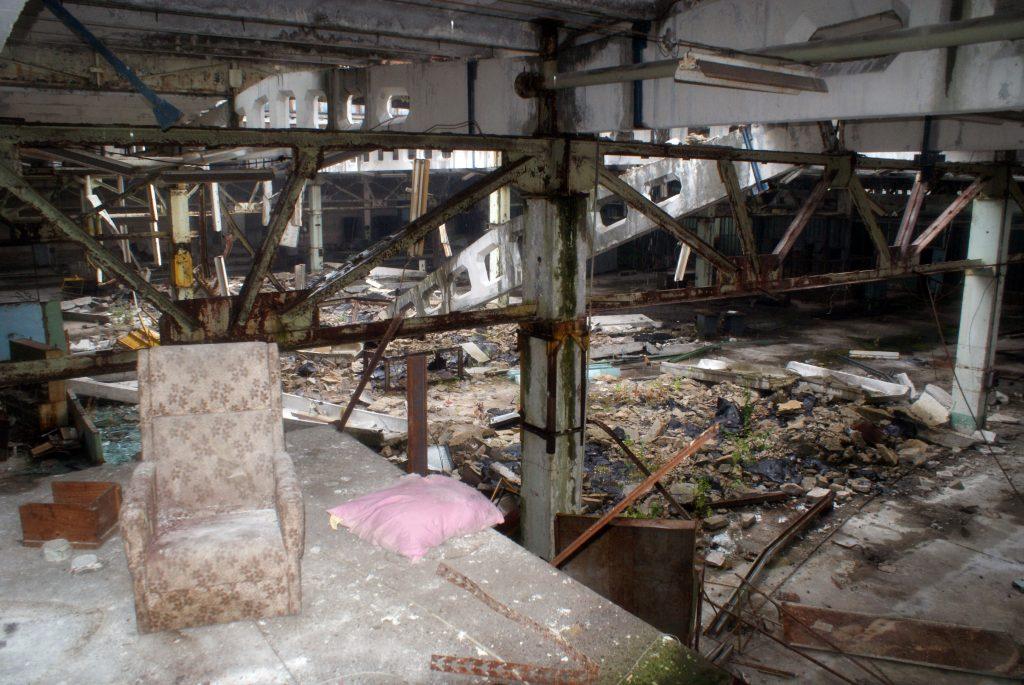 Widok z pomieszczenia nad wejściem do hali produkcyjnej / Fot. Tomasz Róg