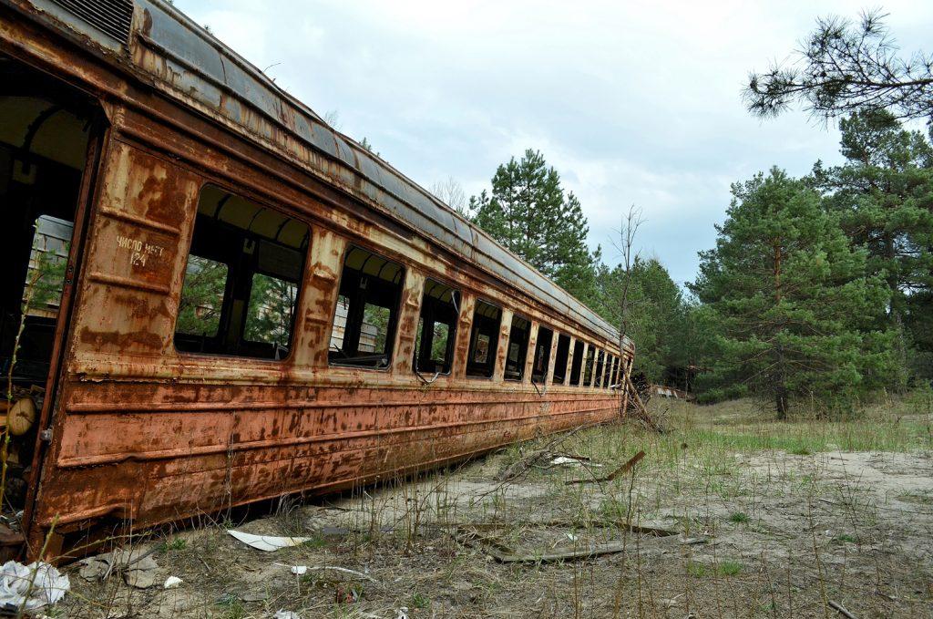 Wagon kolejowy na bocznicy stacji Janów. Fot. Andrzej Bryśkiewicz