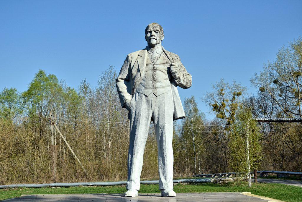 Pomnik Włodzimierza Lenina w mieście Czarnobyl. Fot. Andrzej Bryśkiewicz