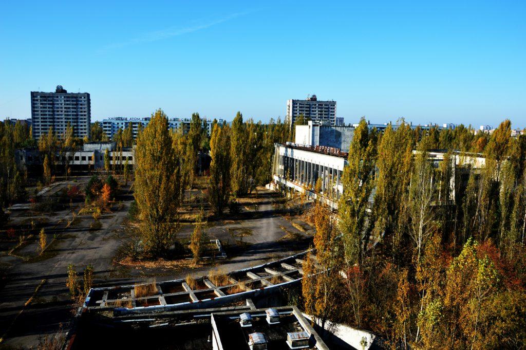 Widok na plac centralny w Prypeci z hotelu Polesie. Wyprawa - październik 2014 r. Fot. Staszek (stalker)