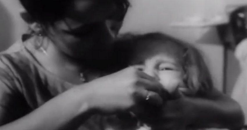 """Płyn Lugola - kadr z filmu """"Dzieci Czarnobyla"""", PKF nr 31 z 1991 r. / Fot. YouTube/POLSKA KRONIKA FILMOWA"""
