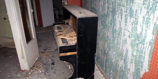 Pianino w jednym z mieszkań w budynku na rogu ul. Kurczatowa i prospektu Lenina w Prypeci / Fot. Tomasz Róg