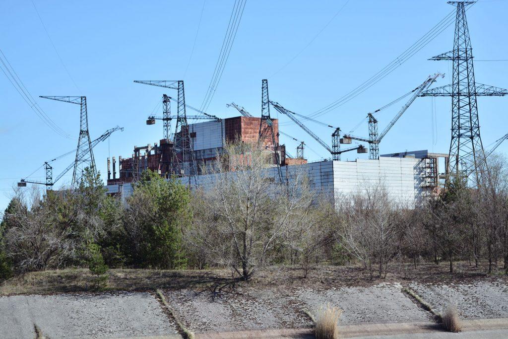 Widok na nieukończone bloki reaktorów nr 5 i 6. Fot. Karolina Prusińska