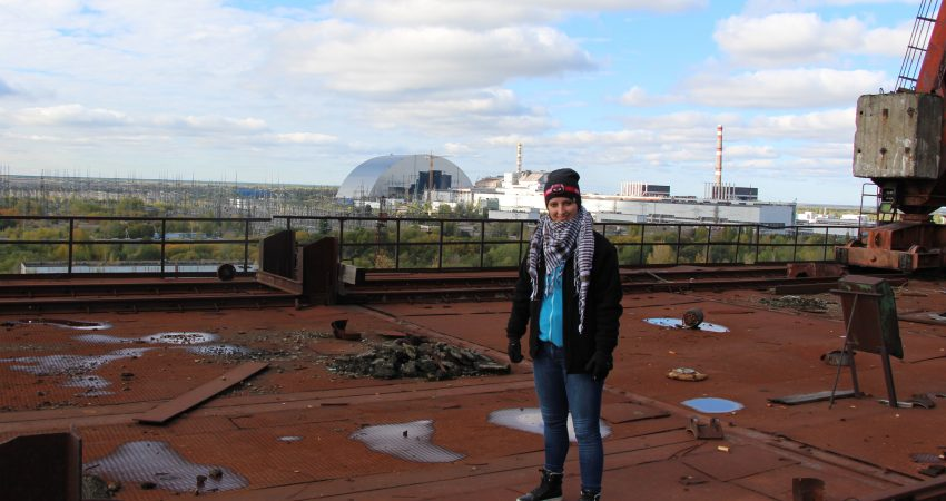 Małgorzata Świeżowska na dachu bloku reaktora nr 5 / Fot. Tomasz Róg