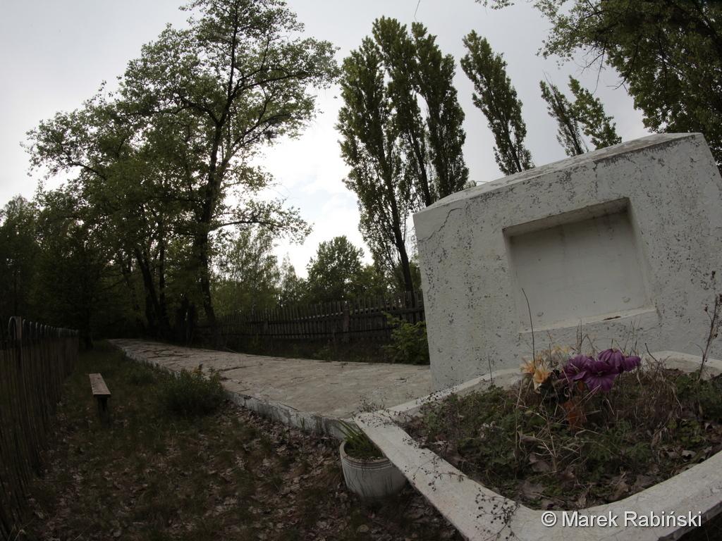Czarnobyl – stela na zbiorowej mogile pomordowanych w 1941 roku Żydów. Fot. Marek Rabiński
