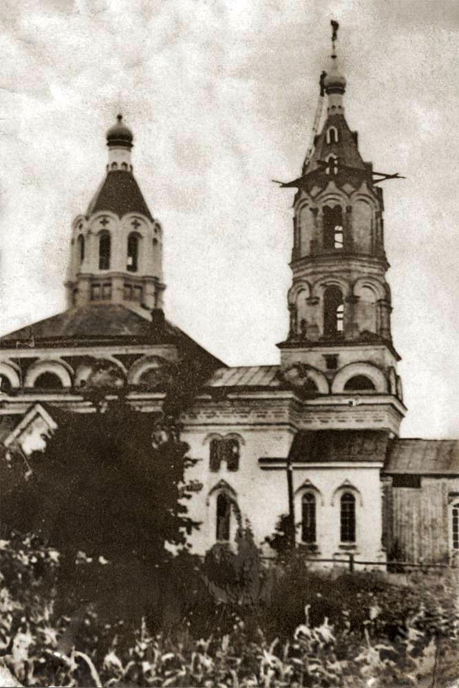 Ustawianie krzyża na cerkwi św. Eliasza po zniszczeniach wojennych wieży – 1954 rok. Zdjęcie z archiwum cerkwi w Czarnobylu.