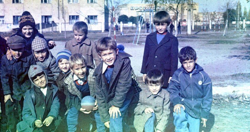 Aleksander Sirota i jego szkolni koledzy / Fot. facebook.com/aleksandr.sirota