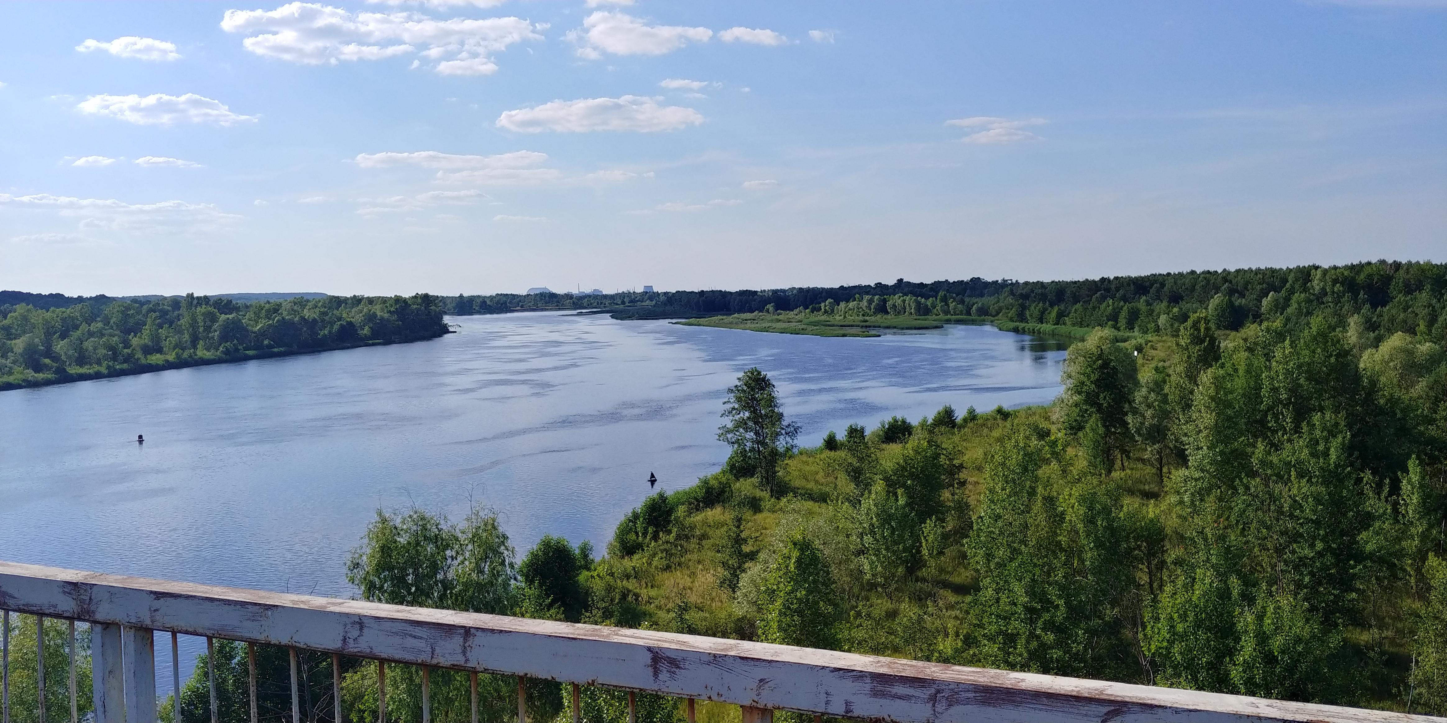Rzeka Prypeć, widok z mostu w Czarnobylu. Fot. Tomasz Róg