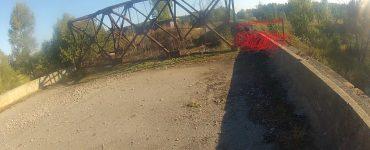 Jedyne zdjęcie kratownicy jakie posiadam, zrobione jeszcze przed wprowadzeniem zmian, dlatego opatrzone stosownym paintowym komentarzem pokazującym, jak to teraz wygląda. Zwykle przekraczanie mostu jest zbyt emocjonujące, żeby marnować je na robienie zdjęć. Fot. Staszek (stalker)