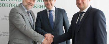 Witalij Petruk ze swoimi zastępcami Olegiem Naswitem i Wołodymyrem Feszczenką. Kwiecień 2017 r. Fot. facebook.com/Pettrukf