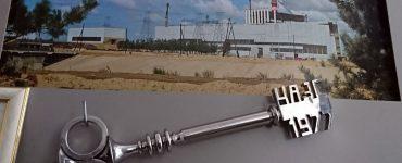 Symboliczny klucz z okazji uruchomienia elektrowni atomowej w Czarnobylu - ekspozycja muzealna. Fot. Tomasz Róg