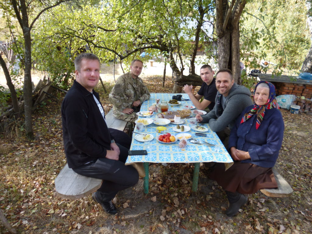 Wizyta u samosiołki Marii we wsi Kupowate. Fot. Andrij Erdniiev, Tomasz Róg, Paweł Sekuła